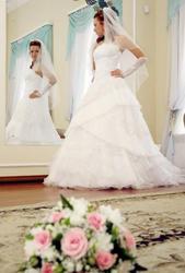 Продаю дизайнерское шикарное свадебное платье